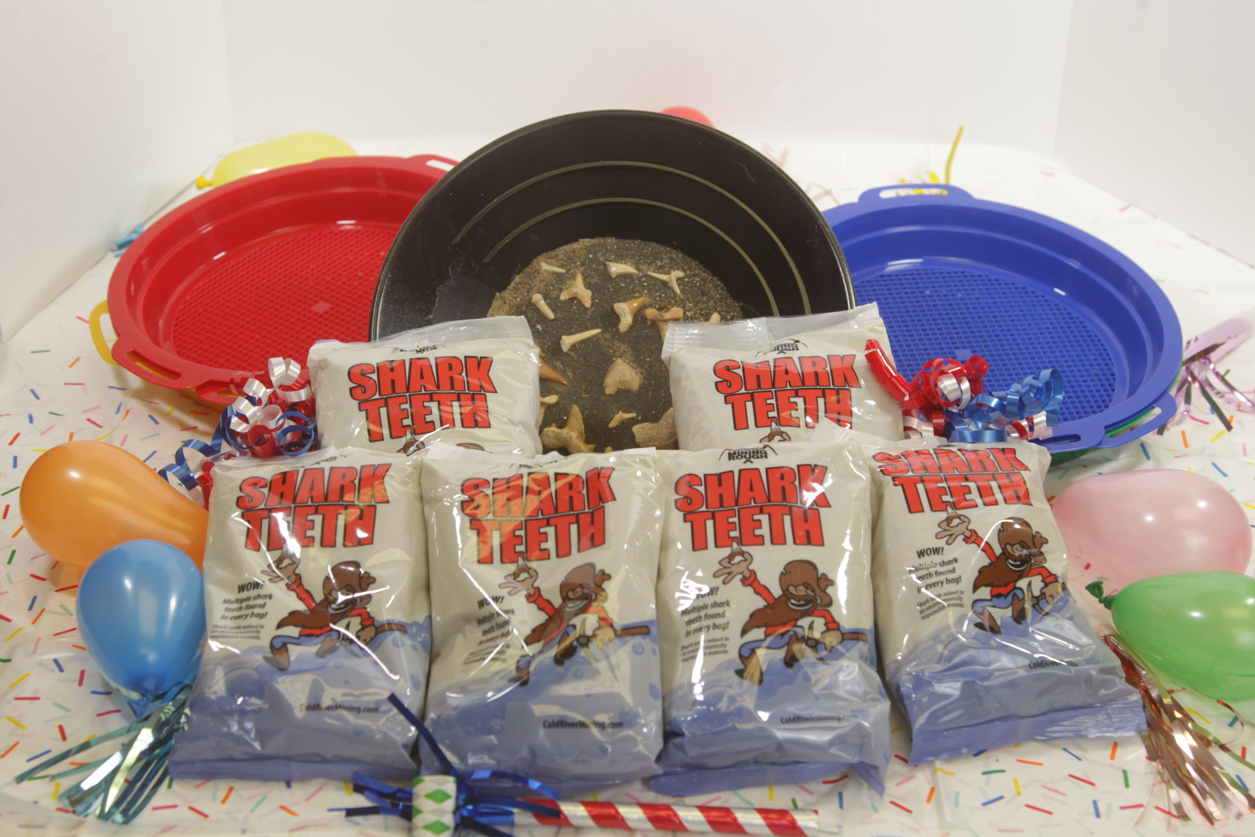 Shark tooth Party Pack with six bags and two sifters